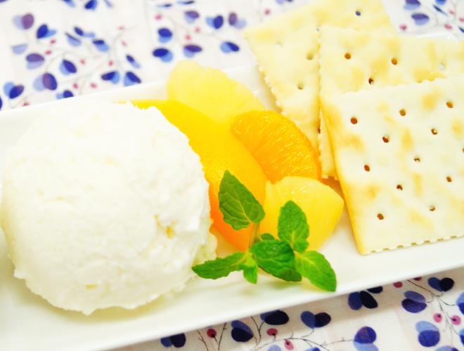調理例:梅アイス フルーツとクラッカー添え